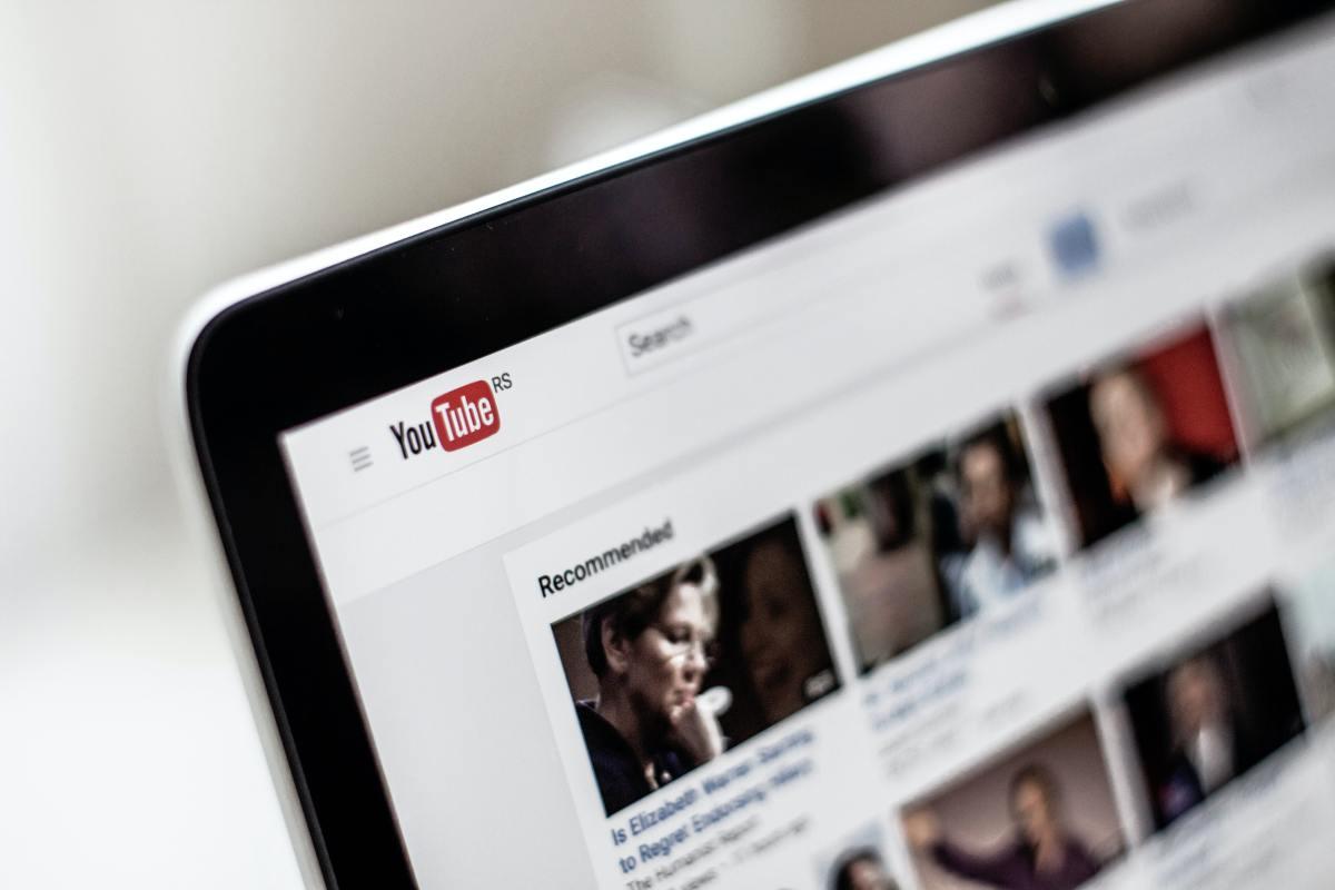 5 Youtubeurs à suivre pour débuter eninformatique